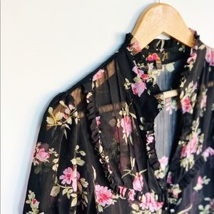 FOREVER 21 sheer floral blouse size M